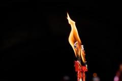 Пламя свечи горит Стоковые Изображения