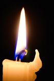 пламя свечки предпосылки черное одиночное Стоковые Фотографии RF