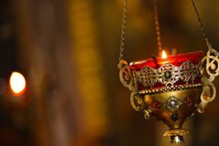 пламя свечки предпосылки черное одиночное Стоковые Фото