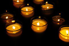 пламя свечки предпосылки черное одиночное Стоковое Фото