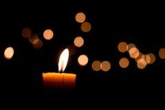 пламя свечки предпосылки черное одиночное Стоковые Изображения RF