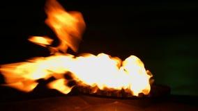 Пламя танцев на газовой плите сток-видео