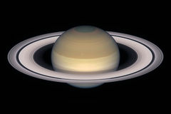 Планета Сатурна, изолированная на черноте Стоковое Изображение
