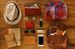 Планирование путешествием, туристские предметы первой необходимости установило взгляд сверху Стоковое Изображение