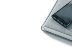 Плановик с телефоном на белой предпосылке изолят Стоковая Фотография RF