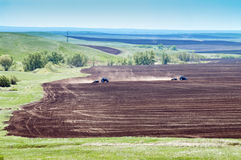 2 плантатора трактора работая в поле Стоковая Фотография RF