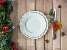 План таблицы рождества, бюрократизм с ручкой циннамона, rosmarin и кусок сухого апельсина Стоковое Изображение