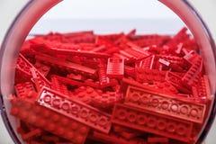 Пластичная игрушка кирпича в красном цвете Стоковое Изображение