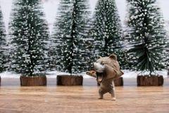 Пластичная игрушка медведя с деревьями Стоковая Фотография RF