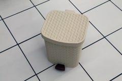 Пластичная коробка с прикрепленной на петлях крышкой стоковые фото