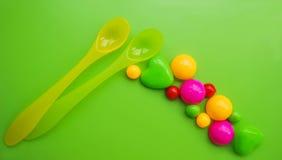 Пластичная ложка для подавать младенца Стоковые Изображения RF