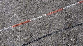Пластичная цепь с красными и белыми разделами стоковые фото