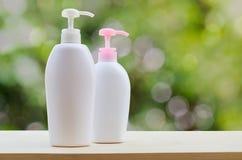 Пластичные бутылки с жидкостным мылом или ge ливня Стоковые Изображения RF