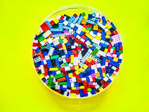 Пластичные блоки игрушки на круге aclilic стоковое изображение rf