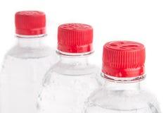 Пластичные изолированные бутылки питьевой воды Стоковое фото RF