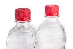 Пластичные изолированные бутылки питьевой воды Стоковое Изображение