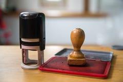 Пластичные и деревянные штемпеля Стоковые Изображения RF