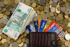 Пластичные карточки, примечания, монетки Стоковые Изображения
