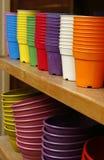 Пластичные цветочные горшки Стоковые Фотографии RF
