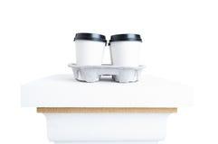 Пластичные чашки с вкусным кофе как концепция освежения и пролома Стоковые Фото
