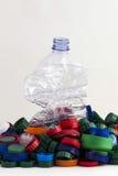 Пластичные штепсельные вилки и бутылка Стоковая Фотография RF