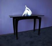 Пластичный журнальный стол в интерьере Стоковое Фото