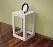 Пластичный журнальный стол в интерьере Стоковое Изображение RF