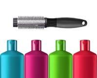 Пластичный красочный изолированные шампунь бутылок и черный гребень Стоковое Фото