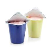 2 пластичных бака югурта Стоковое Фото