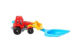 2 пластичных игрушки Лопаткоулавливатель и трактор Стоковая Фотография