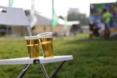 2 пластичных стекла пива Стоковая Фотография
