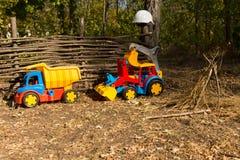 2 пластичных строительной машины с защитным шлемом Стоковые Изображения RF