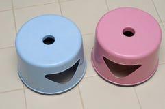 2 пластичных табуретки Стоковое Фото