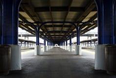 Платформа железнодорожного вокзала Стоковые Изображения