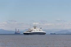 Платформа и круиз моря нефти и газ Энергетическая промышленность петролеум Стоковая Фотография