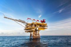 Платформа нефти и газ в заливе или море Стоковое Изображение RF