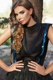 Платье солнца светлых волос лета девушки красивой женщины сексуальное Стоковые Изображения RF