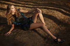 Платье солнца светлых волос лета девушки красивой женщины сексуальное Стоковые Изображения