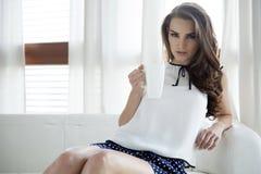 Платье элегантности красивой и сексуальной женщины нося Стоковое Изображение RF