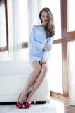 Платье элегантности красивой и сексуальной женщины нося стоковая фотография rf