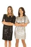 2 платья стойки женщины рядом друг с другом сияющих Стоковое Изображение
