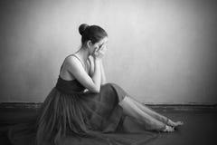 Плача женщина на поле Стоковое фото RF