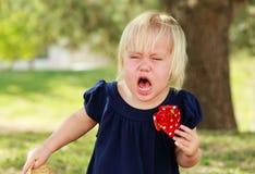 Плача маленькая девочка стоковые изображения rf