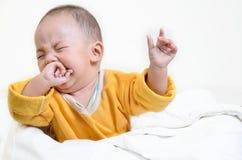 Плача мальчик, на белой предпосылке Стоковые Изображения