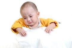 Плача мальчик, на белой предпосылке Стоковое Фото