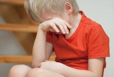 Плача мальчик Стоковые Фотографии RF