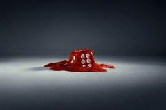 плашки Красные плавя куб + путь стоковая фотография
