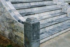 плаща-накидк пляжа дирижирует камень трапа Крыма fiolent Стоковое Фото