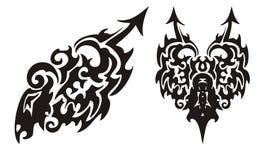 Племенной черный дракон с сердцем стрелки и дракона Стоковое Изображение RF
