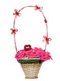 Плетеная корзина с искусственными цветками Стоковые Изображения